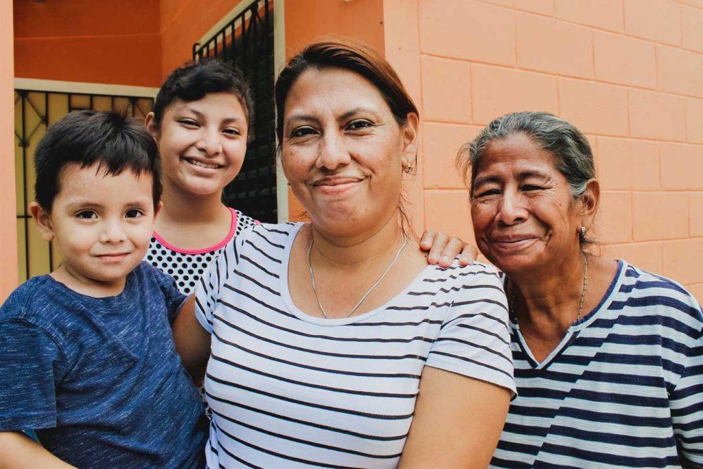 Familia Mujeres